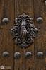 La mano que llama (J.Gargallo) Tags: mano aldaba aldabón puerta door madera rubielosdemora teruel aragón españa gudarjavalambre canon canon450d canonefs18200 eos eos450d 450d hand