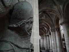 ca. 1345-1350 - 'knight, probably Werner Falk(e) (Falcke) von Munsweiler (+after 1333)', Église Notre-Dame de l'Assomption, Rouffach, dép. Haut-Rhin, France (RO EL (Roel Renmans)) Tags: 1330 1340 1345 1350 knight ritter ridder chevalier caballero cavaliere werner falk falke falcke rouffach elzas alsace elzass church église kirche kerk iglesia armor armure armour harnas harnisch rüstung armadura armatura bascinet bacinet camail aventail coatofplates plattenrock hauberk kettenhemd cotte de mailles vervelles heaume great helm helmet topfhelm gran yelmo poleyn surcotte surcoat wappenrock waffenkleid waffenrock mamelieres chain ketten sword dagger notre dame l assomption tomb effigy tombeau grabmal efigie grafbeeld globose