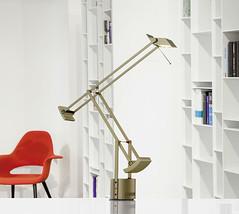 Tischlampe (lichthausmösch.de) Tags: artemide berlin stilwerk gold licht lampe tisch leuchte