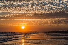 Cuatro elementos (Ignacio M. Jiménez) Tags: playa beach cielo sky nubes clouds atardecer sunset seascape oceano mar sea agua water arena sand sol sun ignaciomjiménez puntaumbria huelva andalucia andalusia españa spain wow matchpoint t568 winner matchpointwinner tufototureto