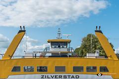 Veerpont Schoonhoven (Fotografie, Gouda) Tags: veerpont stuurhutveerpont schoonhoven ferry nederland holland thenetherlands nl bluesky symmetrie symmetry rinuslasschuyt lasschuyt nikon nikond750 yellow