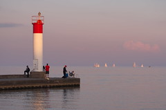 Sundown on Lake Ontario (Gavin Edmondstone) Tags: bronteharbour oakville ontario lighhouse sunset sailboats lakeontario cans2s