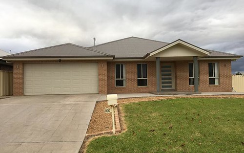 100 Hillam Drive, Griffith NSW