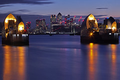 Ti proteggerò sempre / I'll always protect you (Woolwich, London, United Kingdom) (AndreaPucci) Tags: thames barrier woolwich london uk tide canarywharf andreapucci canoneos60 night