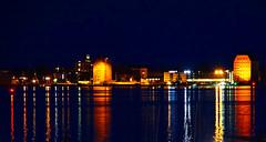 Skylin von Stralsund (ingrid eulenfan) Tags: stralsund mecklenburgvorpommern nachtaufnahme srelasund licht hafen germany