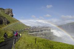 Sí que es posible cruzar por debajo del arco iris (Pako__) Tags: islandia gullfoss cascada arco iris