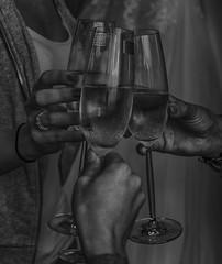 ... zum Wohle (gabrieleskwar) Tags: schwarzweiss einfarbig sekt hände gläser glas schwarz weiss schatten licht