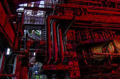 heute schön in rot ... im Landschaftspark Duisburg - HDR (gabrieleskwar) Tags: outdoor farbe rot röhre hdr landschaftspark duisburg industriegeschichte industrie niederrhein