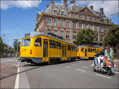 Und Warum???? (Chris 1971) Tags: pcc 1304 2101 htm hovm museumtram denhaag thehague knetterpony brompony scooter