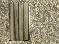 closed (vertblu) Tags: white whitewall wall woodenboards woodenplanks whitepainted roughcast plaster closed monochrome rough surface vertblu minimal minimalism minimalismus anglesanglesangles texture textures textur graphical graphic lines linien line wood paint paintedwood oldpaint peelingpaint weatheredpaint sidelight edgelight