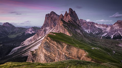 Alpenglow (Frederic Huber | Photography) Tags: landschaft canoneos5dsr frederichuber landscape leefilters wonderpana lee filters wonder pana fotodiox free arc dolomiten dolomites italy italien wwwfrederichubercom frederic huber odle mountain group berge alpen alpenglow sonnenaufgang sunrise sunset sonnenuntergang 1635 1124 70200 2470 dreamscape blue hour alpine peak red rot cabin canon eos 5dsr