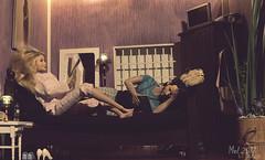 ♥ Comfy evening ♥ (lichtspuren) Tags: 16scale actionfigure john wick ooak dolls integritytoys poppyparkerbody minime dailysituations lichtspuren olsenbarbie