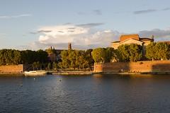 Coucher de soleil sur la Garonne, Toulouse, Haute-Garonne (lyli12) Tags: coucherdesoleil toulouse sun sunset hautegaronne paysage landscape été soir ciel garonne eau water ville france nikon d7000