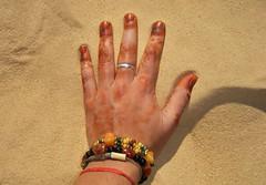Sahara Libre, Ya!! (josepponsibusquet.) Tags: ma mano sorra arena desert desierto saharalibre campaments campamentos refugiats refugiados sahrauís saharauis tiduf tindouf algeria argelia dunes dunas auserd hena llibertat polisario estrellapolisaria sàhara fujifilm finepix