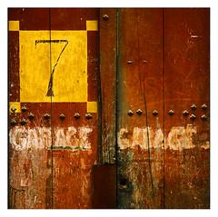 Garage au 7 (Marie Hacene) Tags: bordeaux 7 ancien bois gironde détail