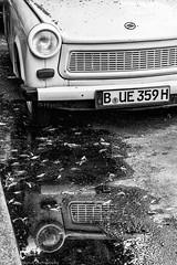 Berlin Trabi (JanJungerius) Tags: berlin berlijn deutschland germany duitsland trabant trabi auto car weerspiegeling reflections nikond750 tamronsp2470mm zwartwit schwarzweis blackwhite blackandwhite monochrome spiegelung