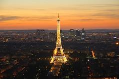 Parisian sunset (thibhou) Tags: sunset coucher de soleil paris la défense tour eiffel france europe tourisme crépuscule ville horizon nuit bâtiment ngc skyline
