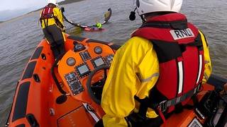 Rescue of a kite surfer who encountered issues when the wind suddenly dropped