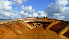 En las nubes (alfonsocarlospalencia) Tags: chilita proa nubes madera horizonte argolla cornamusas bote cantabria santander emoción agua navegación luz bahía verano barniz ilusión color castillete aéreo elevación perspectiva