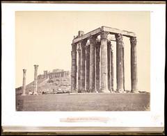 Ο Ναός του Ολυμπίου Διός με φόντο την Ακρόπολη. (Giannis Giannakitsas) Tags: temple de jupiter olimpien à athènes αθηνα athens athenes athen greece grece griechenland 19th century 19οσ αιώνασ στηλοι ολυμπιου διοσ ολυμπιειο of olympian zeus