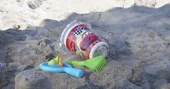 """Das Sandspielzeug. Mit Sandspielzeug wie Schaufel, Eimer und Rechen kann man eine schöne Sandburg bauen. • <a style=""""font-size:0.8em;"""" href=""""http://www.flickr.com/photos/42554185@N00/36487134652/"""" target=""""_blank"""">View on Flickr</a>"""