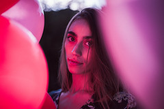 Maria (Pablo Cueva Junghanns (Yunyas)) Tags: portrait female woman flashportrait beautyshoot lightroom balloon balloons globos retrato
