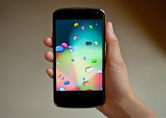 nexus4 (Photo: marceloeladio on Flickr)