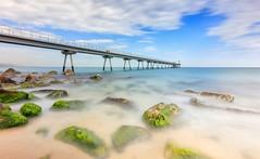 Pont del Petroli (Txeny4) Tags: badalona petroli pont rocas mar cielo texturas agua atardecer azul verde algas canon largaexposicion lucroit nisi nd nubes firecrest filtros txeny4 transparencias 80d
