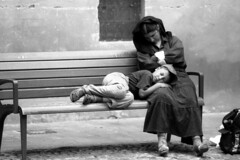 A poor poor rest - Reggio Emilia - may 2010 (cava961) Tags: monocromo monochrome bw analogue analogico humans