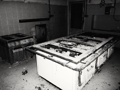 Cucina di Hotel abbandonato #cucina #postiabbandonati #kitchen #urbanadventures #hotelabbandonati #luoghiinmalora (lucabartoli1) Tags: cucina postiabbandonati luoghiinmalora urbanadventures hotelabbandonati kitchen