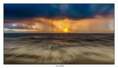 Au bout, la lumière (Laurent Asselin) Tags: aube sunrise leverdesoleil soleil ciel nuages lumière couleurs eau mer océan mouvement paysage guyane kourou
