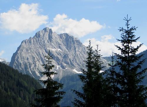 Sassolungo (3181 m), sur la route du col Sella, Canazei, Val di Fassa, province de Trente, Trentin-Haut Adige, Italie.