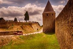 Muralla de la fortaleza de Carcassonne (Francia) (Carlos M. M.) Tags: hdr canon100d francia carcasonne france castillo nubes clouds