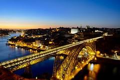 Ponte Luís I - Porto (leal.fellipe) Tags: porto portugal ponte luísi vilanovadegaia gaia riodouro rio luzes nikon nikond7000 panoramaurbano céu cidade edifício entardecer noite água