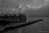 Au bord du quai, un matin de brouillard... (Argentique) / At the wharf, on a misty morning... (Film) (Pentax_clic) Tags: kodak vigilant 1946 ciel quai brume brouillard fog robert warren tmax tmy fx39 19 argentique film nb bw