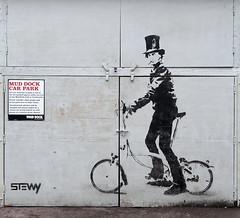 Stewy (BE'N 59. Street photographer) Tags: stewy origami renard fox lapin rabbit streetart streetartbristol artinbristol streets