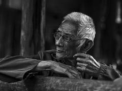 Zhaoxing - Grand père. (Gilles Daligand) Tags: chine china guizhou zhaoxing portrait homme noiretblanc bw monochrome panasonic gx7 grandpère grandfather vieilhomme oldman ngc