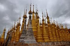 Kakku Pagodas (_JLC_) Tags: myanmar birmania burma asia sudesteasiático kakku kakkuregion arquitectura architecture pagoda paya templo temple buddhism budismo buda buddha cielo sky nubes clouds dorado oro gold stupa canon canon6d eos 6d 2470f4 24mm