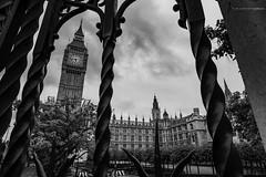 London. (rmfly) Tags: london bigben england summer bn blancoynegro europe