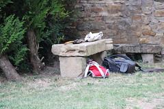 Se décharger un peu.... (Diké) Tags: sortie reportage sanctuaire village marie sacs brôk dikée travail les bancs été 2017 15 août