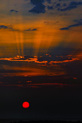 Un atardecer violento de melancolia...!!! (Nita_Fotos) Tags: sun sundown clouds blue orange sea caribbeansea sol atardecer nubes azul naranja marcaribe mar sands arena playa laniñasalvajedelaselva