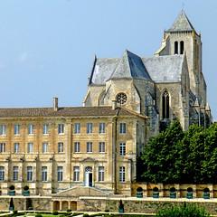 Abbaye Royale de Celles-sur-Belle (pom'.) Tags: panasonicdmctz30 august 2017 stage cellessurbelle niort deuxsèvres 79 nouvelleaquitaine france europeanunion poitoucharentes 100 150 200 300 400 5000