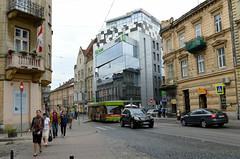 Ibis hotel (Francisco Anzola) Tags: lviv lwow ukraine city westernukraine galicia building newandold people