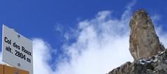 Col des Roux (bulbocode909) Tags: valais suisse coldesroux dixence hérémence valdesdix combedeprafleuri rochers nuages panneaux bleu jaune
