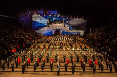 The Royal Edenburgh Military Tattoo 2017 (Matthias-Hillen) Tags: tattoo scotland schottland edinburgh castle burg matthias hillen matthiashillen royal military 2017 flag flagge finale final massed bands pipes drums dudelsack bagpipes