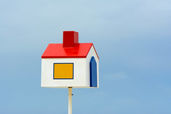 Little house on a pole (on Explore) (Jan van der Wolf) Tags: map172324v house huis pole toy funny beach strand sign paal recognitionstabbing herkenningsteken colors primarycolors mark identifyingmark oostende simple simpel minimalism sky clouds identificationmark identificationsign