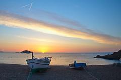Plage de Tossa de Mar. Explore. (sergecos) Tags: leverdesoleil sunrise mer sea ciel sky bateau boat plage beach explore