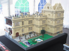 Wayne Manor (KW_Vauban) Tags: lego moc legoland günzburg germany 2017 movie heroes event superheroes dc batman brucewayne waynemanor wollatonhall nottingham batmanbegins thedarkknightrises elizabethan country house