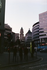Peeking \\ Porto (andreseabra223) Tags: olympusom30 olympus om30 35mm film analog fujicolor superia xtra 400 50mm zuiko50mm zuiko om lenses asa istillshotfilm