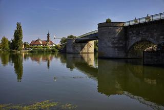 Hinter der Alten Mainbrücke